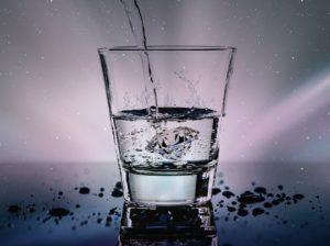 10 Cuatrillones de Moléculas de Agua en un Vaso